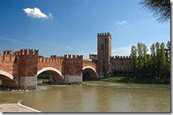 250px-Ponte_di_Castel_Vecchio[1]