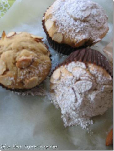 almond cupcakes 009